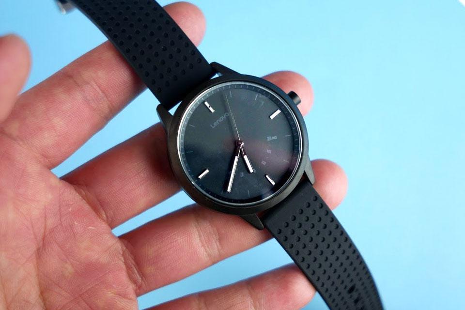 Promoção: Lenovo Watch 9 mistura design de relógio com funções de smartband