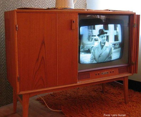 Televisão de 1950. Elas já faziam parte da mobília da casa.