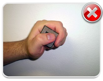 Nunca toque os pinos do processador! Procure segurá-lo pelas laterais!