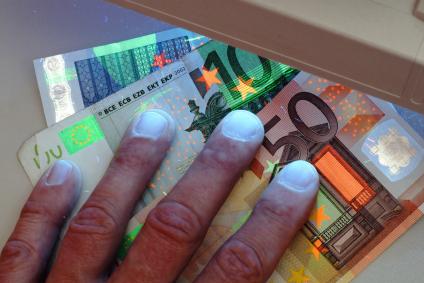 Nova arma contra falsificação de dinheiro.