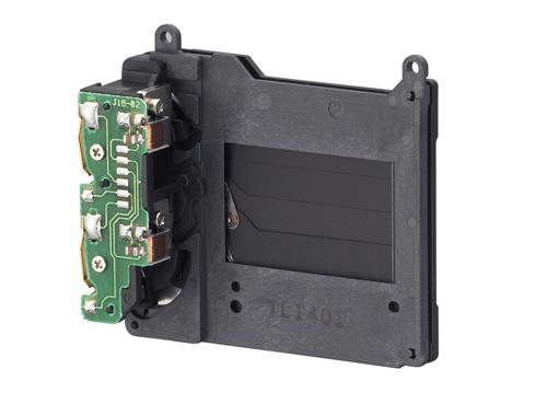 O obturador se abre como uma persiana, permitindo que a luz chegue até o sensor