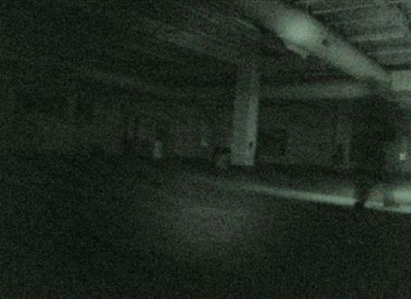 O fantasma da garagem. Você consegue encontrá-lo nesta foto?