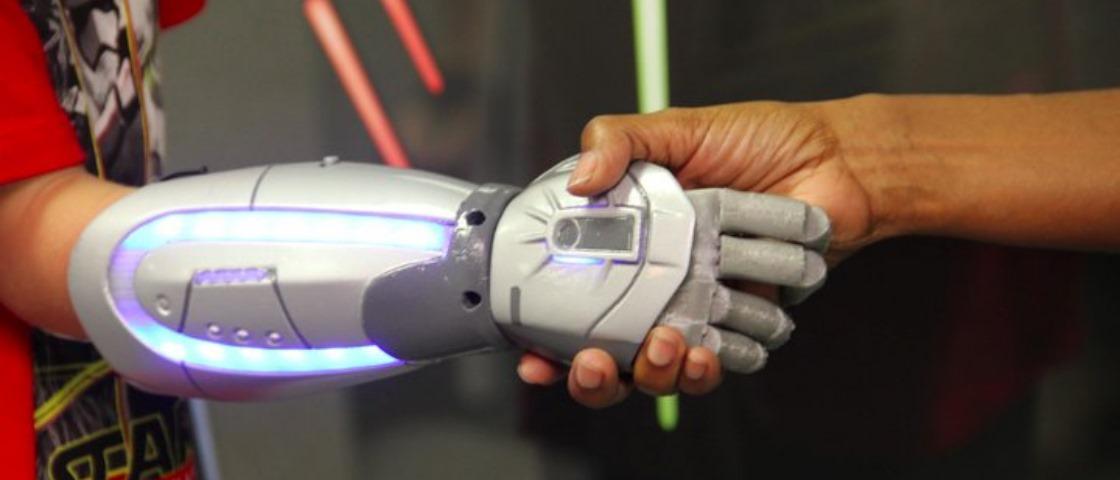 Startup vai comercializar próteses de braços inspiradas em franquias Disney