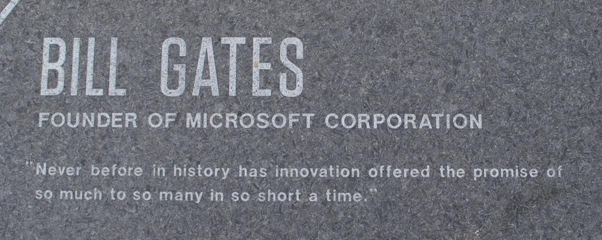 Bill Gates dá lição de vida para formandos da área de tecnologia