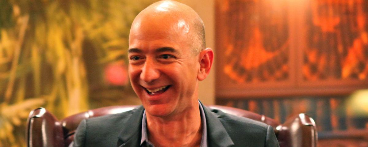 Duas vezes o Walmart: ação da Amazon bate US$ 1 mil