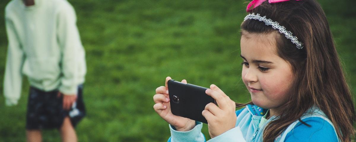 Tem Na Web - Médicos dizem que ficar no celular pode não ser tão prejudicial às crianças