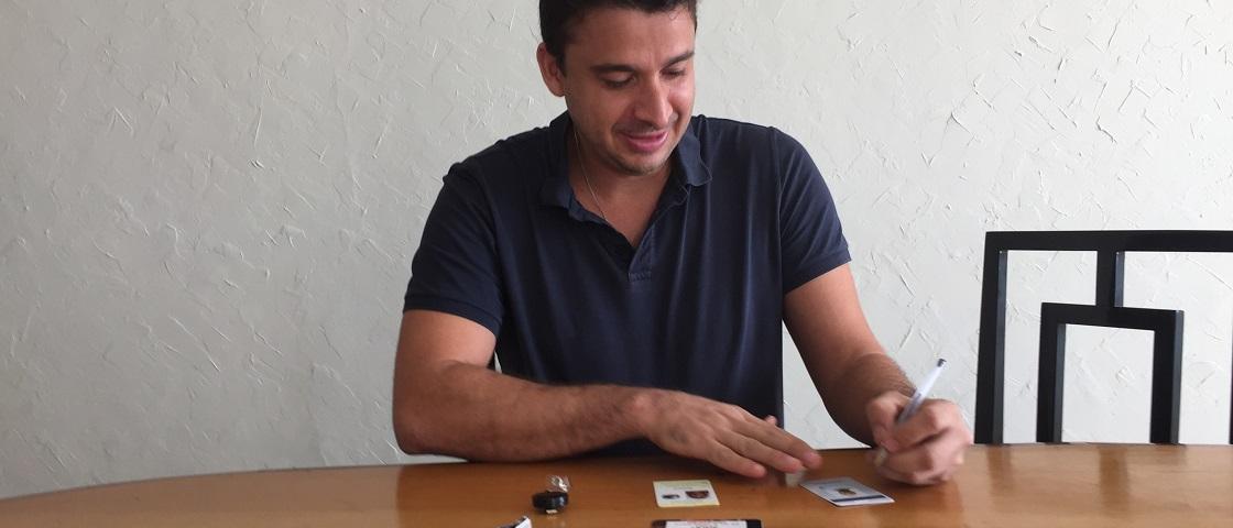 Empreendedor deixa empresa familiar para lançar crachá inteligente