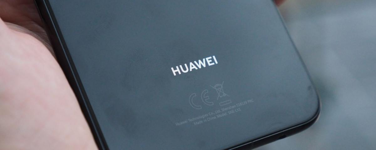 Tem Na Web - Celular dobrável da Huawei já está sendo apresentado para operadoras