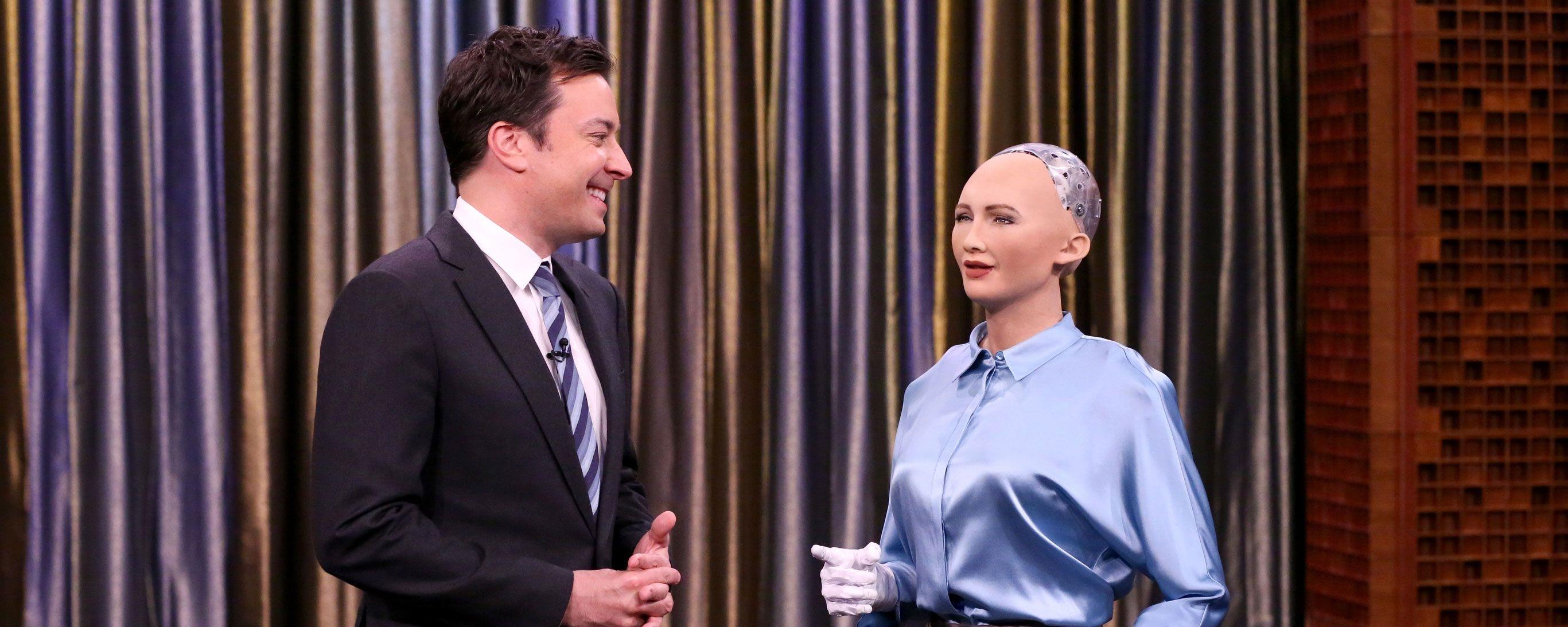 Tem Na Web - Apresentador Jimmy Fallon canta Christina Aguilera em dueto com robô Sophia