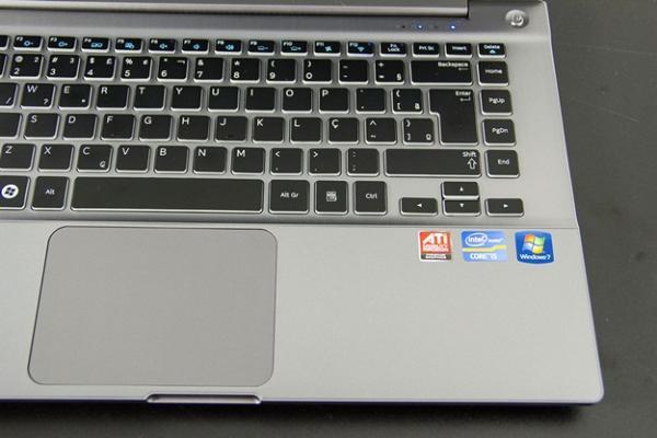 Teclado elegante e touchpad de botão único