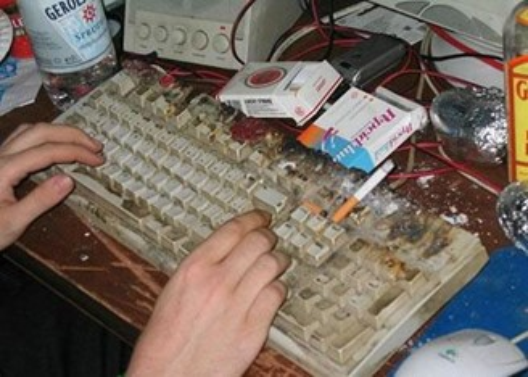3 motivos pelos quais você deve sempre limpar o seu teclado - TecMundo