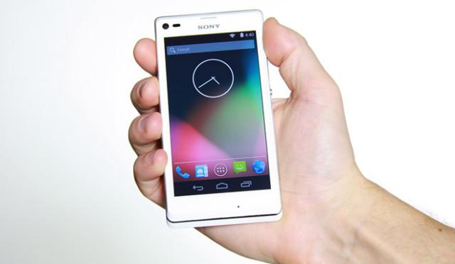Android 44 kitkat puro chega ao xperia l pelas mos da prpria fonte da imagem divulgaosony reheart Choice Image