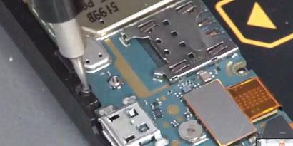 c162a9133c3 Conheça o interior do BlackBerry Z10 [vídeo] - TecMundo