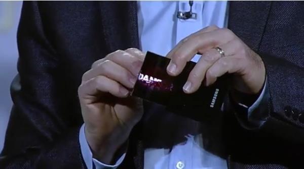 Protótipo de tela OLED flexível da Samsung