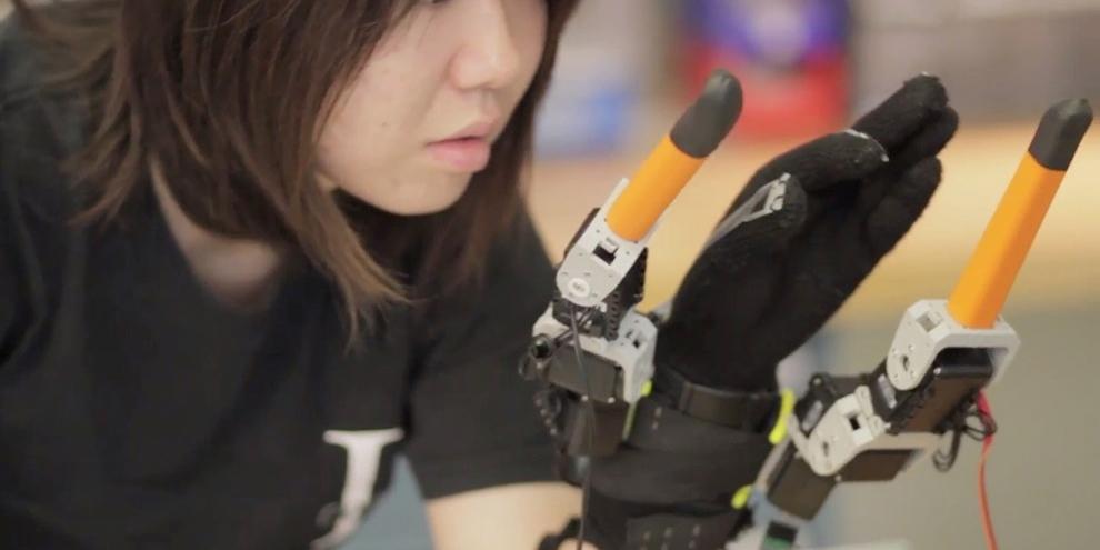 MIT quer aprimorar a mão humana com a inclusão de dois dedos robóticos