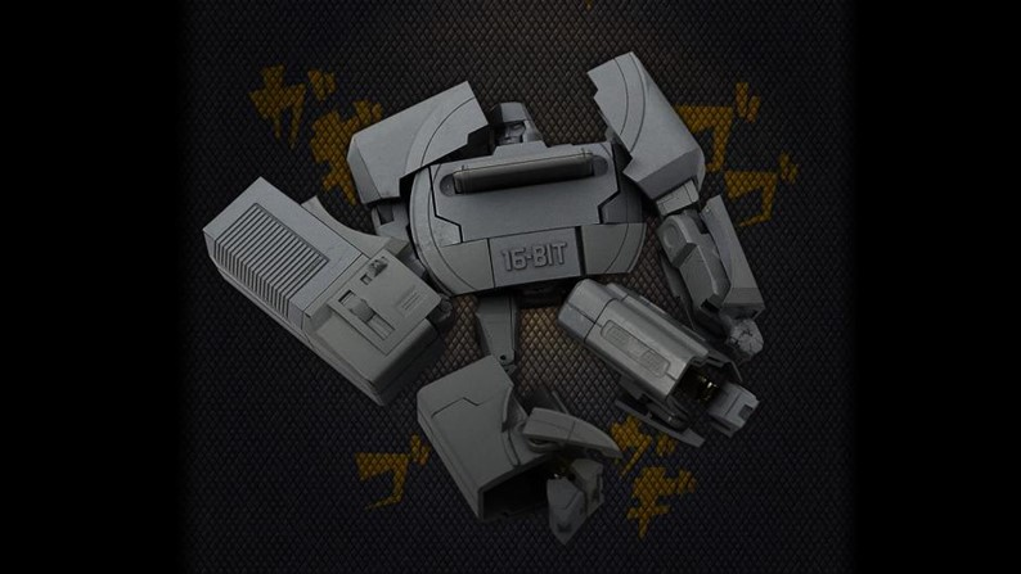 Optimus Prime se transforma em PSOne em novo action figure para ano que vem
