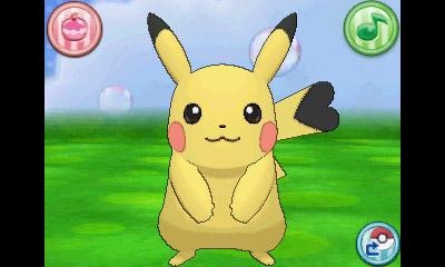 Cosplay Pikachu, com cauda em formato e mancha de coração