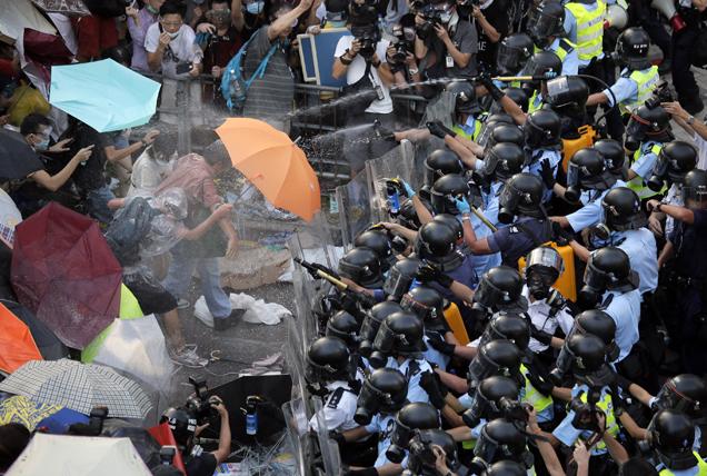 """Não, a """"Umbrella Revolution"""" não tem relação com Resident Evil"""