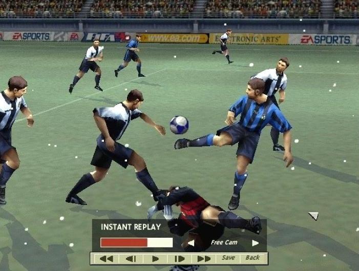 FIFA 99 (1998) (PlayStation, N64 e PC) | Capa: Dennis Bergkamp | Narração e comentários: John Motson, Chris Waddle, Mark Lawrenson, Des Lynam e Gary Lineker