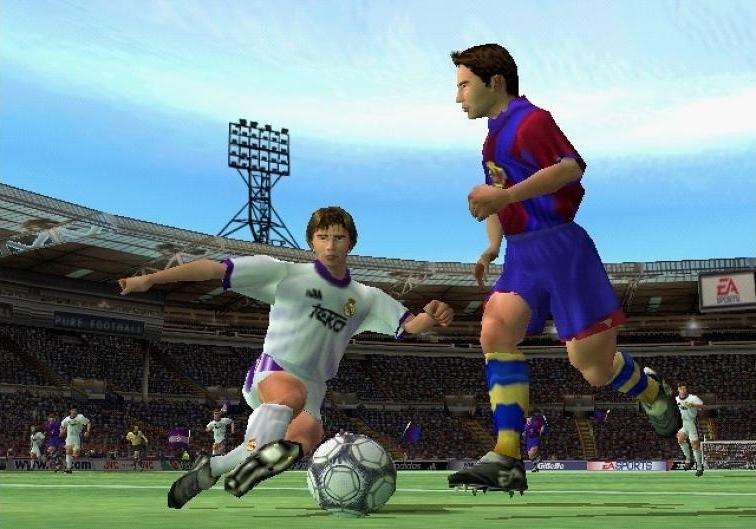 FIFA 2001 (2000) (PS2, PlayStation e PC) | Capa: Paul Scholes | Narração e comentários: John Motson e Mark Lawrenson