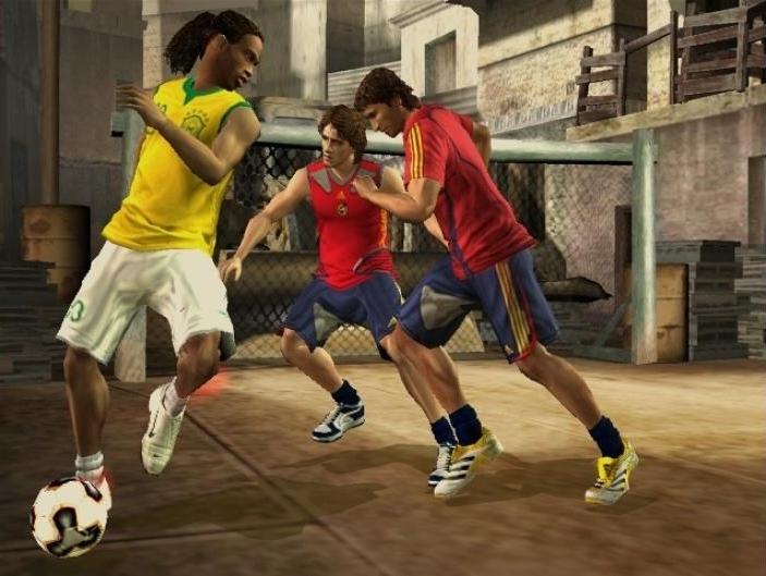 FIFA STREET 2 (2006) (PS2, GameCube, Xbox, PSP, DS e plataformas móveis) | Capa: Cristiano Ronaldo | Narração e comentários: nenhum