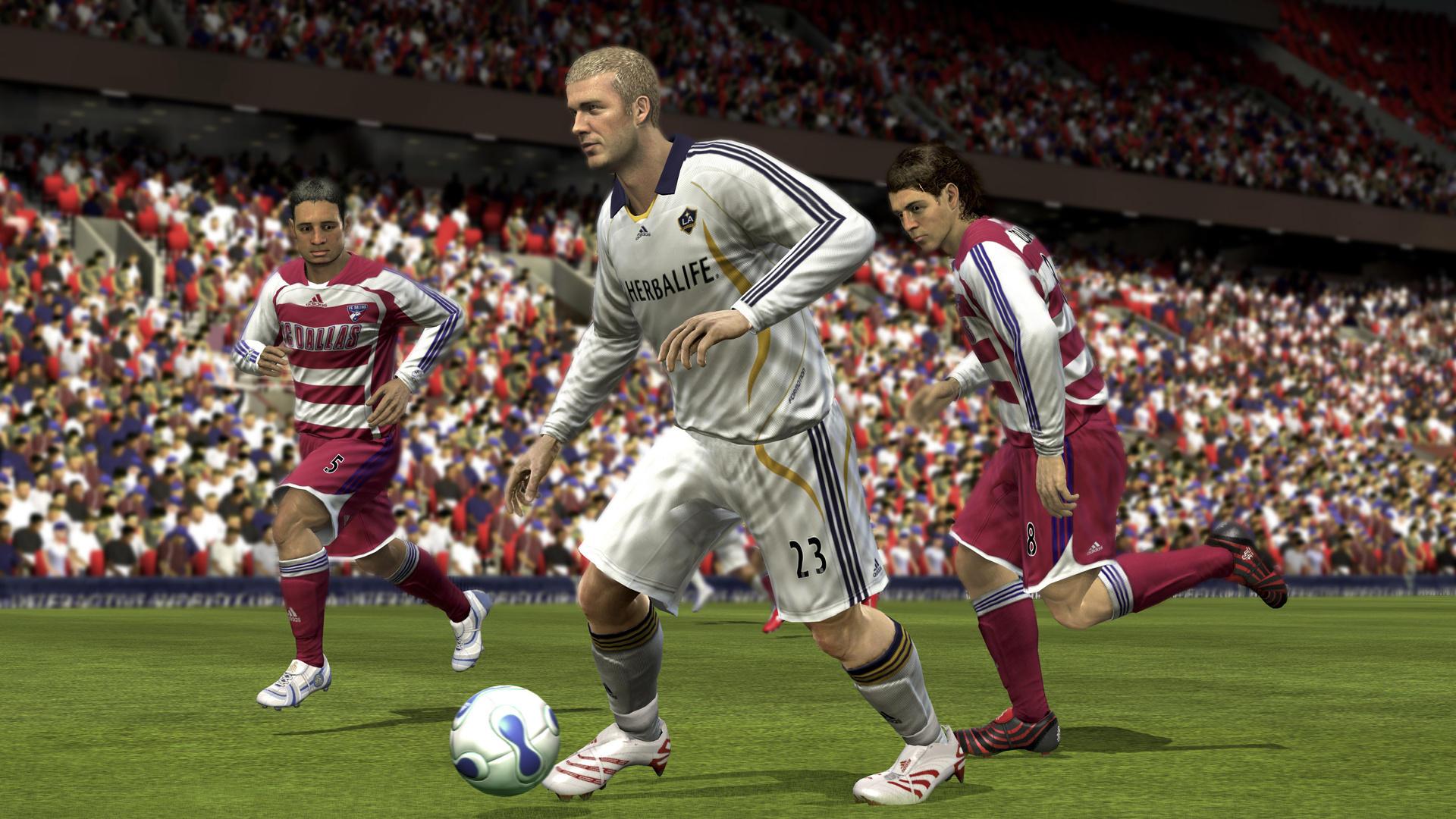 FIFA 08 (2007) (Xbox 360, PS3, Wii, PC, PS2, PSP, DS e plataformas móveis) | Capa: Wayne Rooney e Ronaldinho | Narração e comentários: Martin Tyler, Andy Gray e Clive Tyldesley
