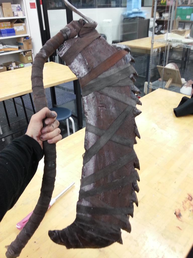 Homem cria réplica de arma de Bloodborne