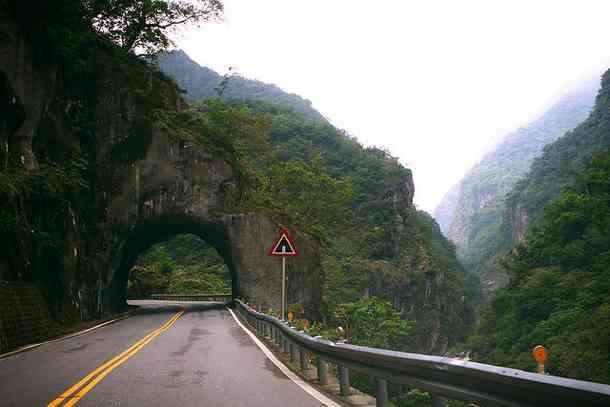 Confira mais 5 das estradas mais perigosas do mundo - Mega
