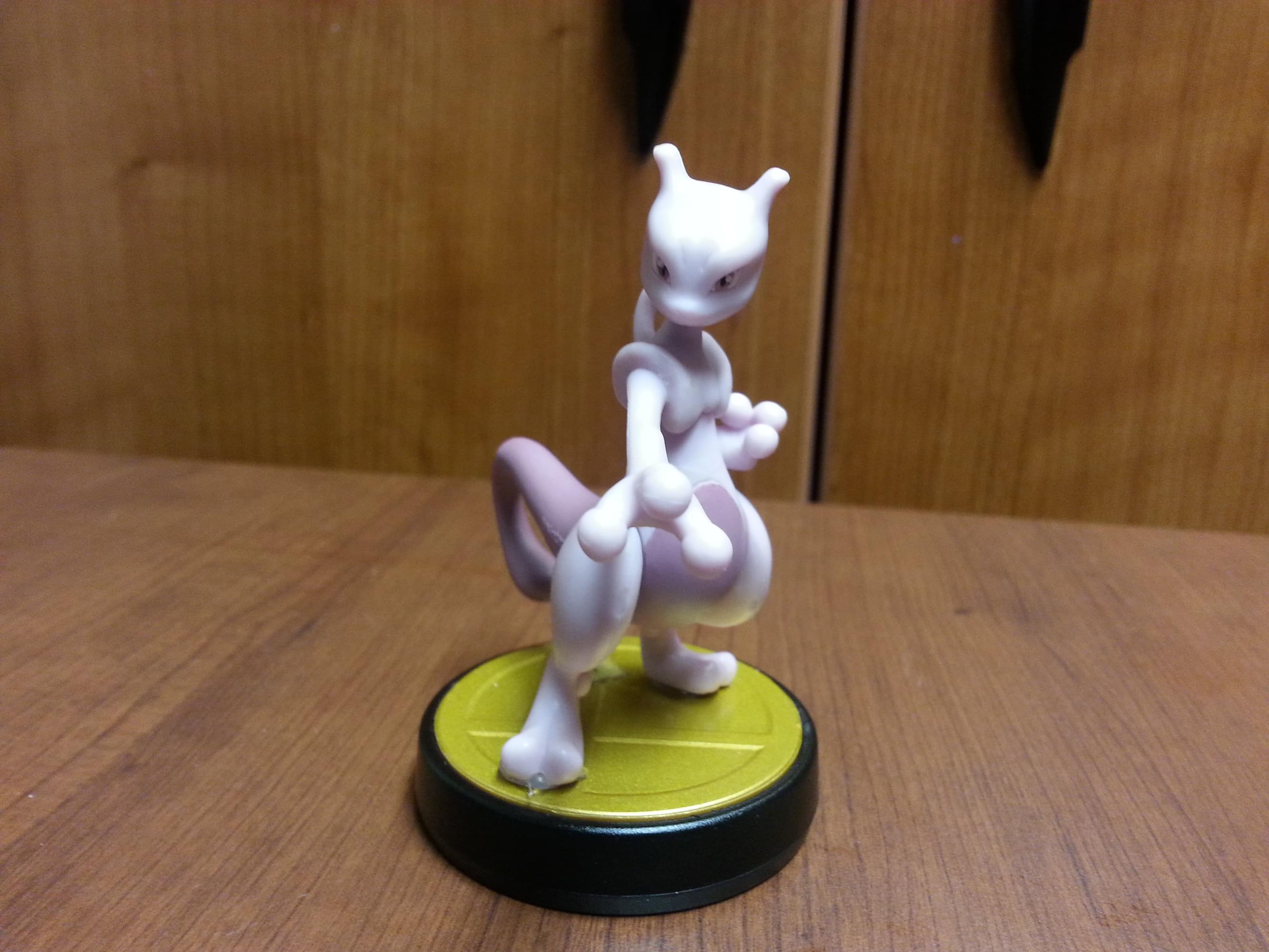 Fã cria Amiibo personalizado do Mewtwo com caixa e tudo