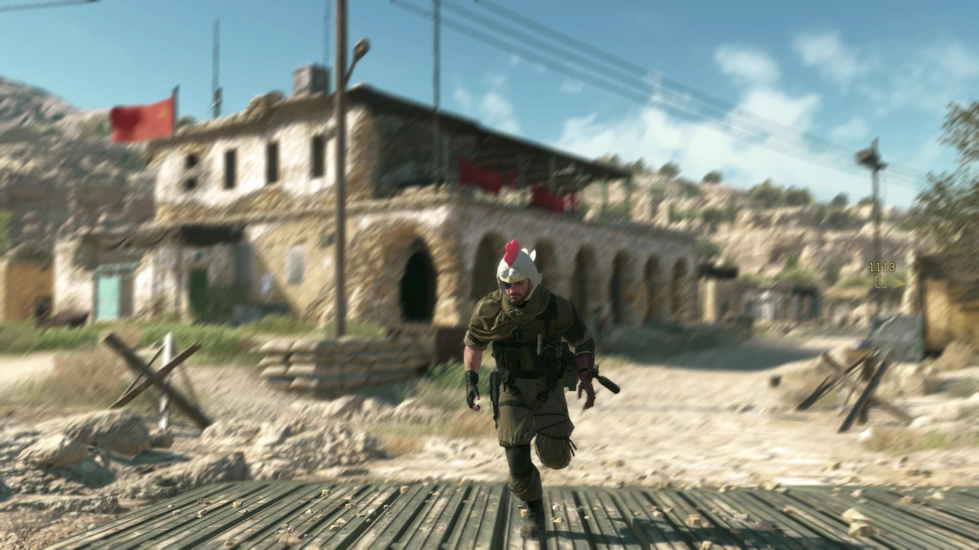 Veja as fotos do Snake usando um capacete de galinha em Metal Gear Solid V