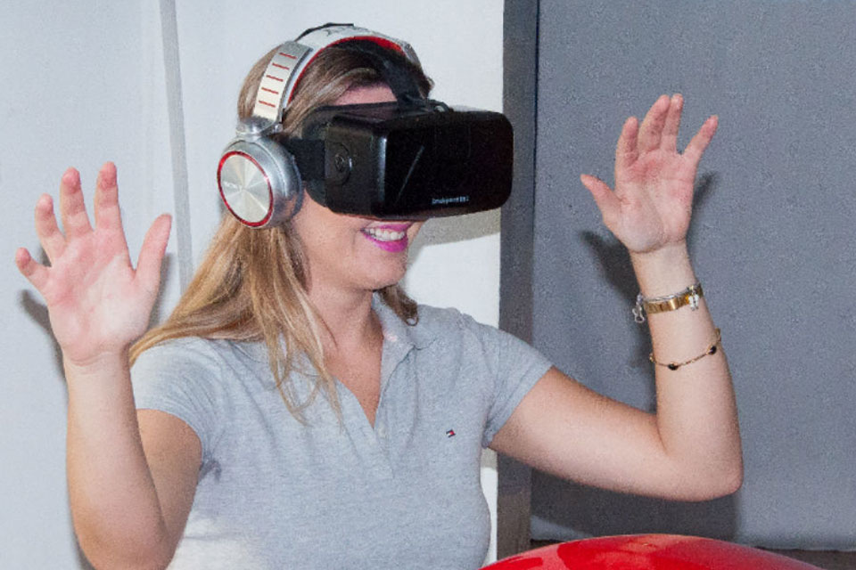 Simulador de montanha-russa com realidade virtual faz sucesso no Brasil -  TecMundo 40198c6abf