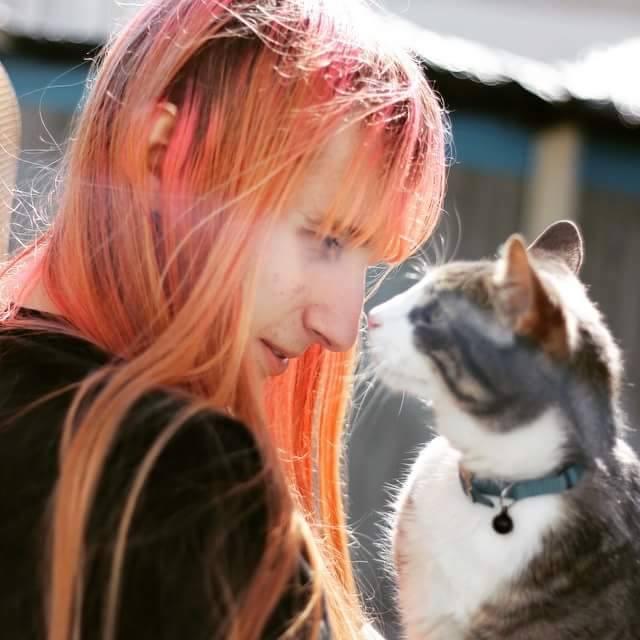 Vítima de bullying na internet, desenvolvedora transgênero comete suicídio
