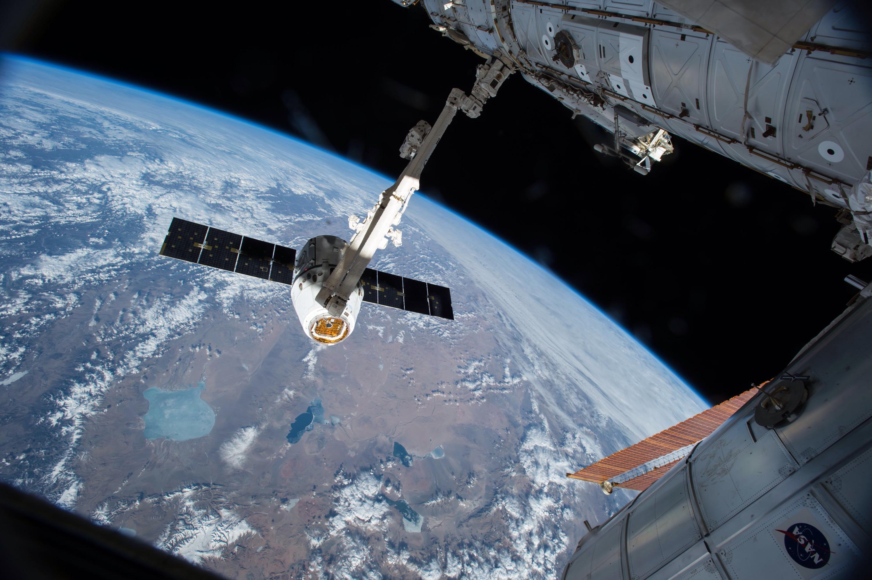 Vídeo mostra astronauta sendo ejetado de uma nave espacial a 160 km/h