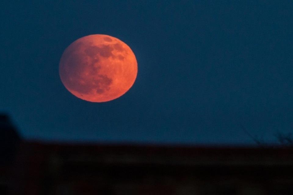 Domingo (27) tem eclipse lunar total e Superlua! Veja como assistir ao vivo