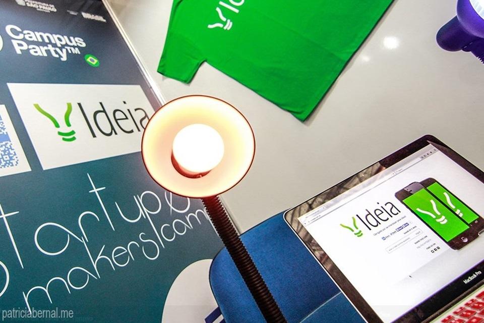 Lâmpada inteligente feita no Brasil acende via app e tem economia de 80%
