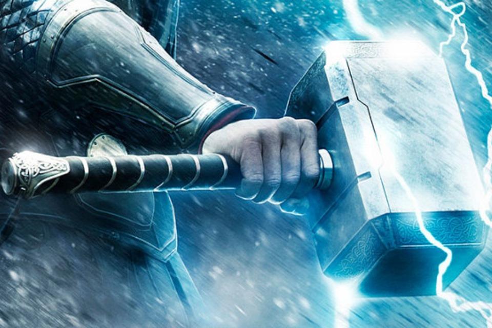 Veja uma réplica do martelo de Thor que só seu criador pode levantar