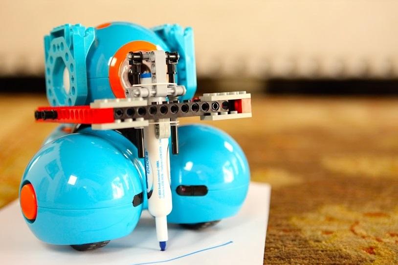 Escola ensina robótica e programação para crianças a partir de seis anos