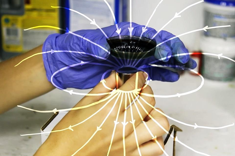 Experiência com ferrofluido é a coisa mais psicodélica que você verá hoje