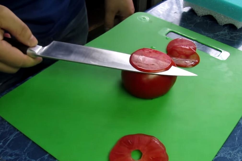 É hora de se impressionar com a faca mais afiada que você já viu [vídeo]