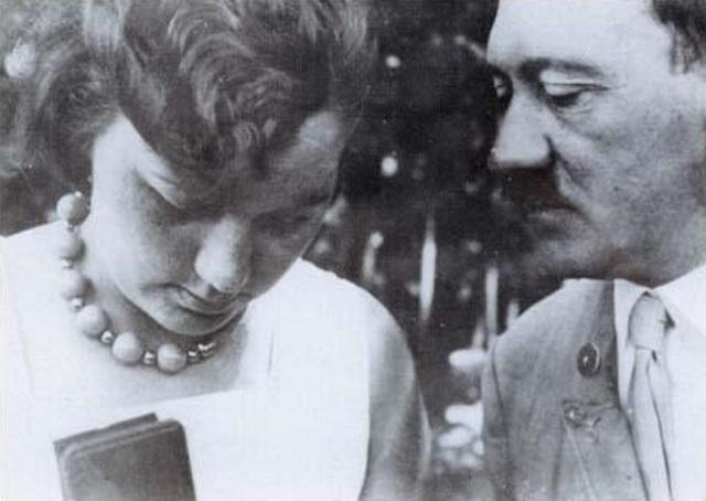 09120607716185 Además de tener un micropene, Hitler sería el rey de los fetiches, según informe