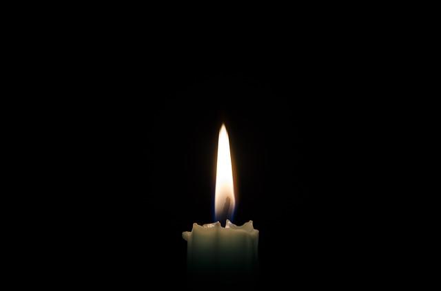 Se a Terra fosse plana, uma chama de vela poderia ser vista a até 50 km de distância (Crédito: Reprodução)