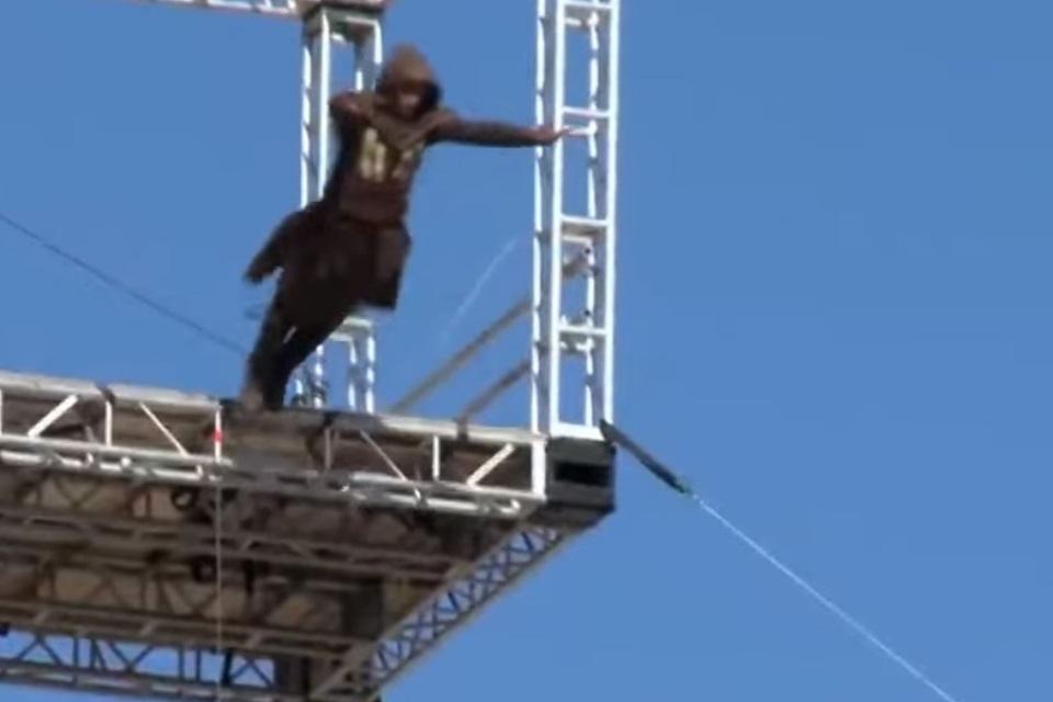 Demais: dublê de Assassin's Creed faz o 'Salto de Fé' de 38 metros [vídeo]