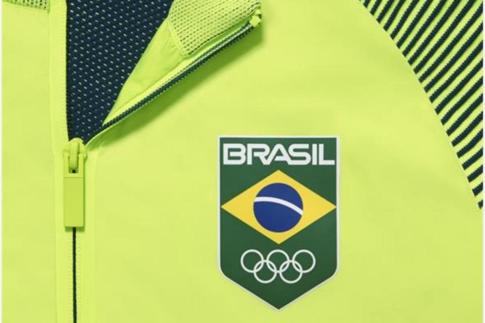 9102d8fd576e8 Preço da jaqueta das Olimpíadas choca por não ter medalha de ouro no kit -  TecMundo