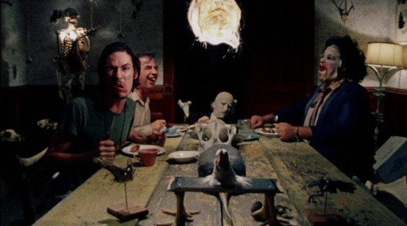 Novas fotos! Conheça a família perturbada e mais da casa de Resident Evil 7