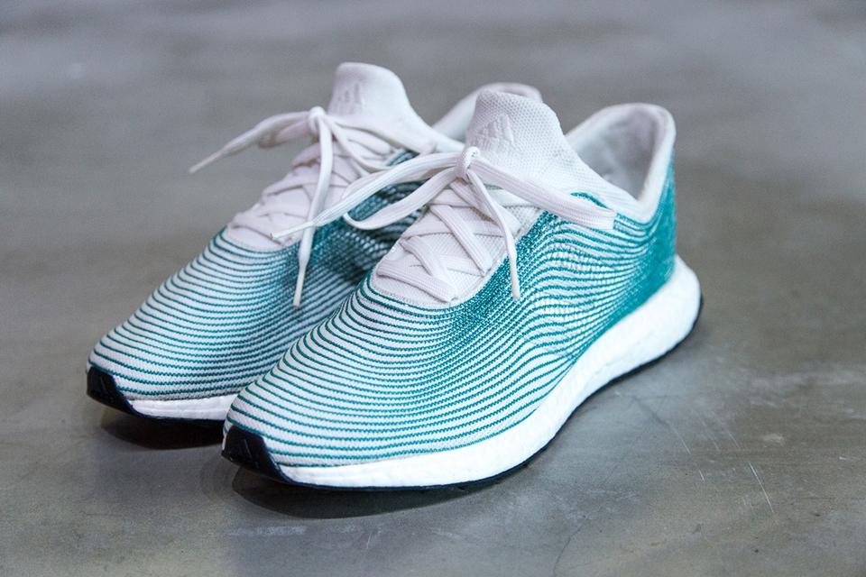 8f2a0fe2ead Adidas lança tênis feito de plástico reciclado recolhido dos oceanos -  TecMundo