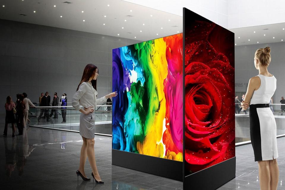 e2957b017c3 Sinalizador LG OLED Dual View chega por R  100 mil