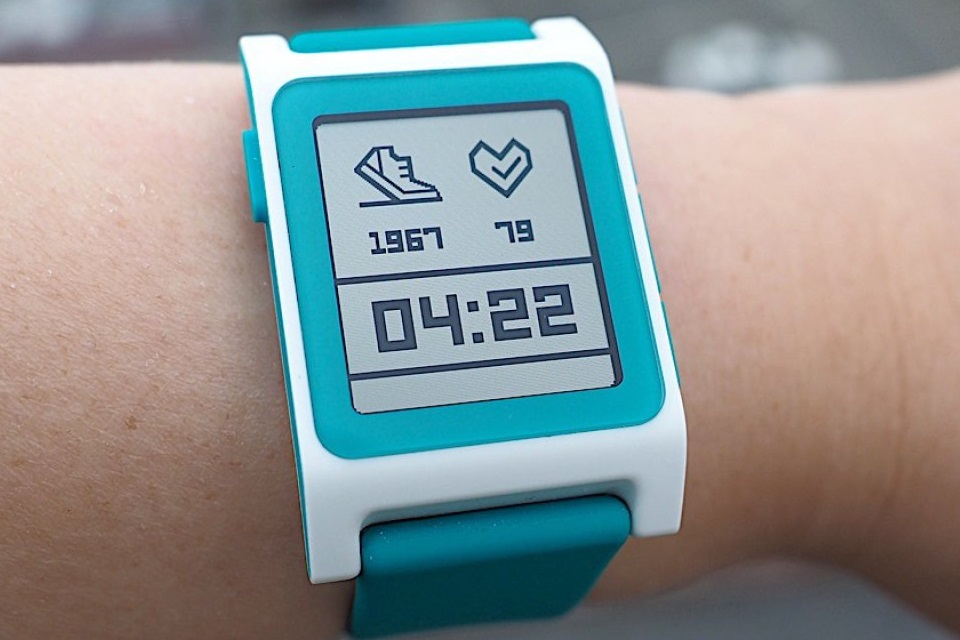 ebef9c6fd7f Compra da Pebble pela Fitbit cancela relógios Pebble Core e Time 2