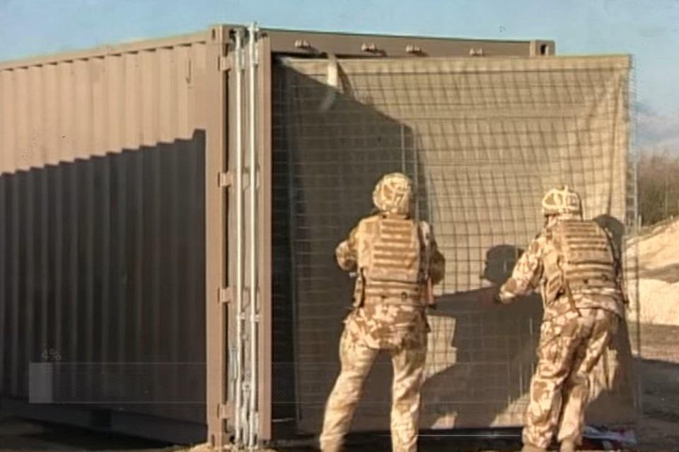 RAID: o caminhão militar que cria barreiras de mais de 300 m em instantes
