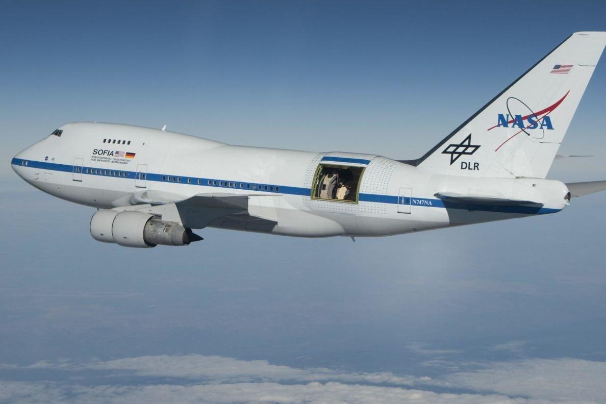 Por que a NASA construiu um telescópio dentro de um Boeing 747 modificado?
