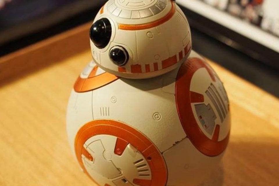 Com este BB-8 despertador você pode até sentir vontade de acordar